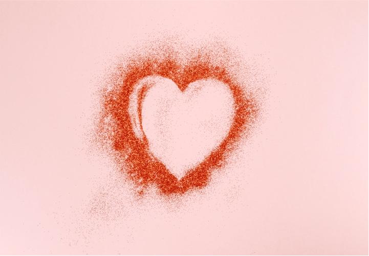 Herz auf pinkem Hintergrund